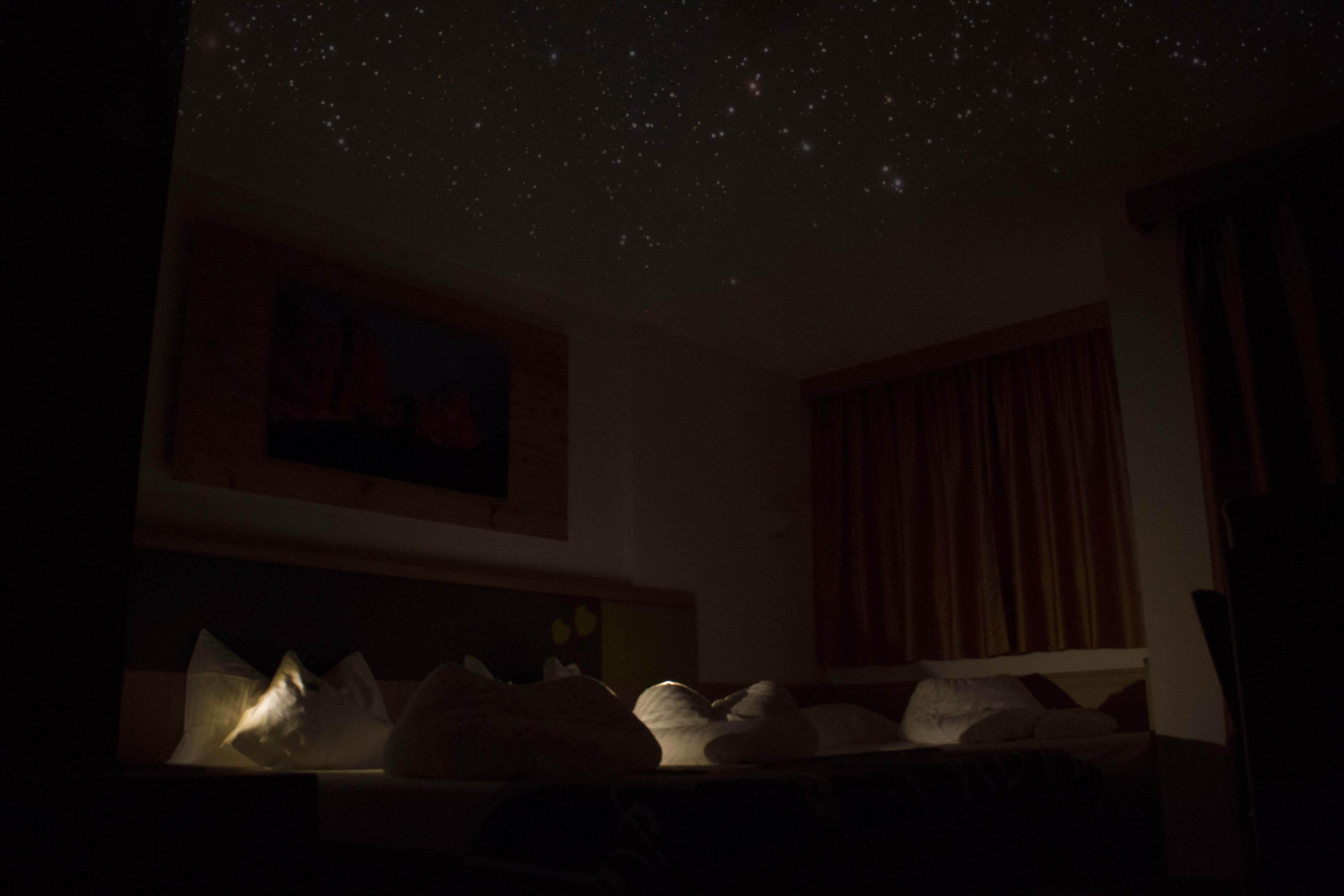 Camera tripla stelle